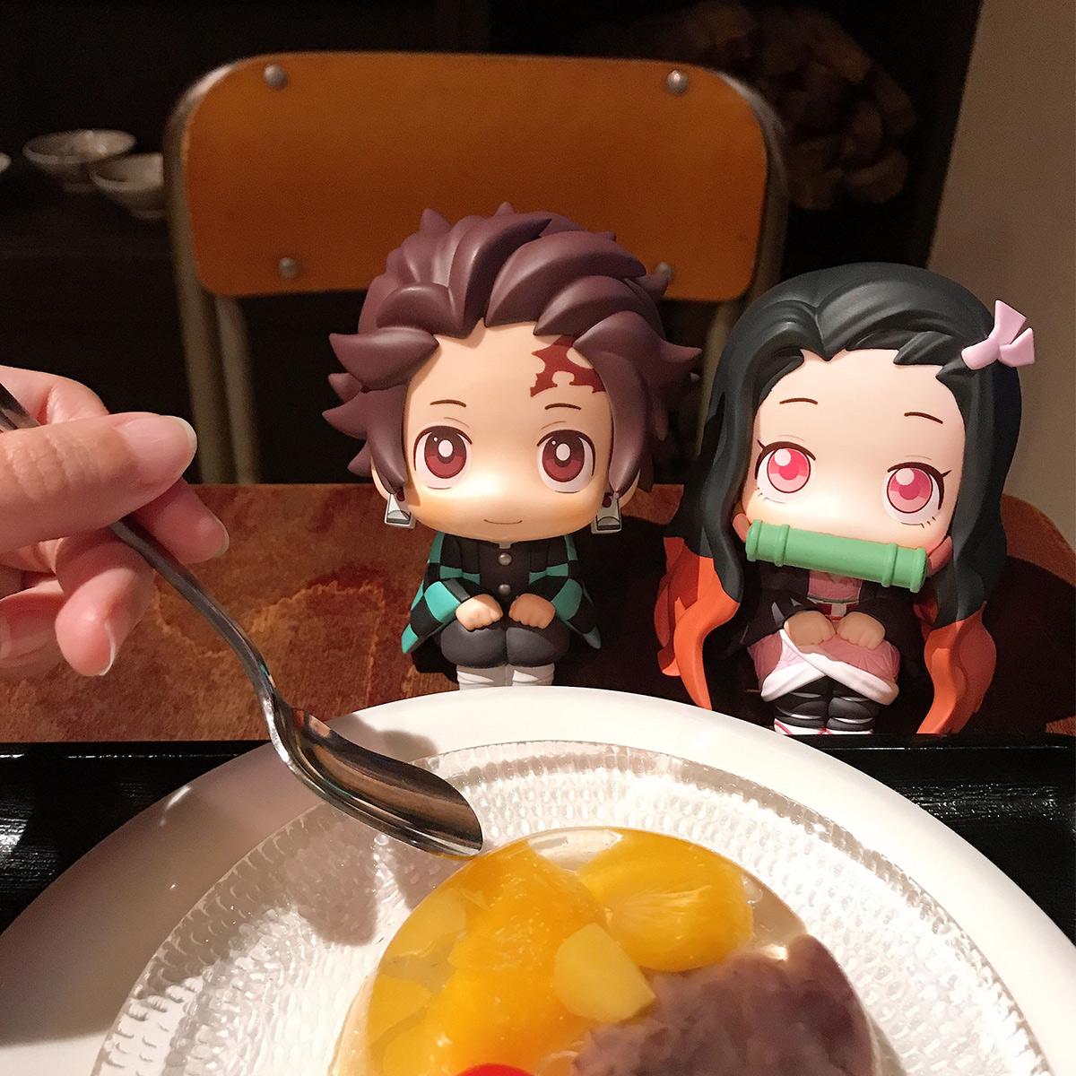 Tanjiro & Nezuko Look Up Series Demon Slayer Figure Set with Gift