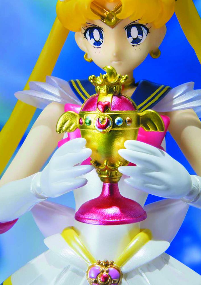Super Sailor Moon Figure