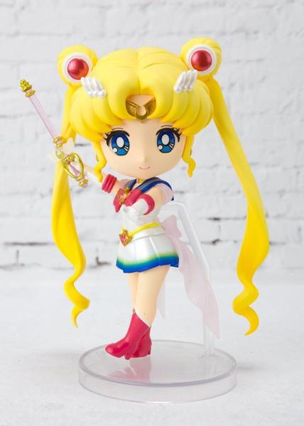 Super Sailor Moon Pretty Guardian Sailor Moon Eternal Figuarts Mini Figure