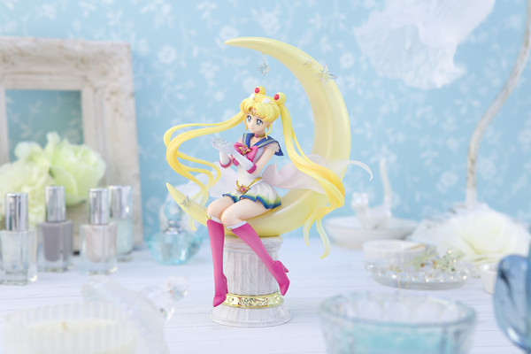 Super Sailor Moon Bright Moon and Legendary Silver Crystal Ver Pretty Guardian Sailor Moon Eternal The Movie Figuarts Figure