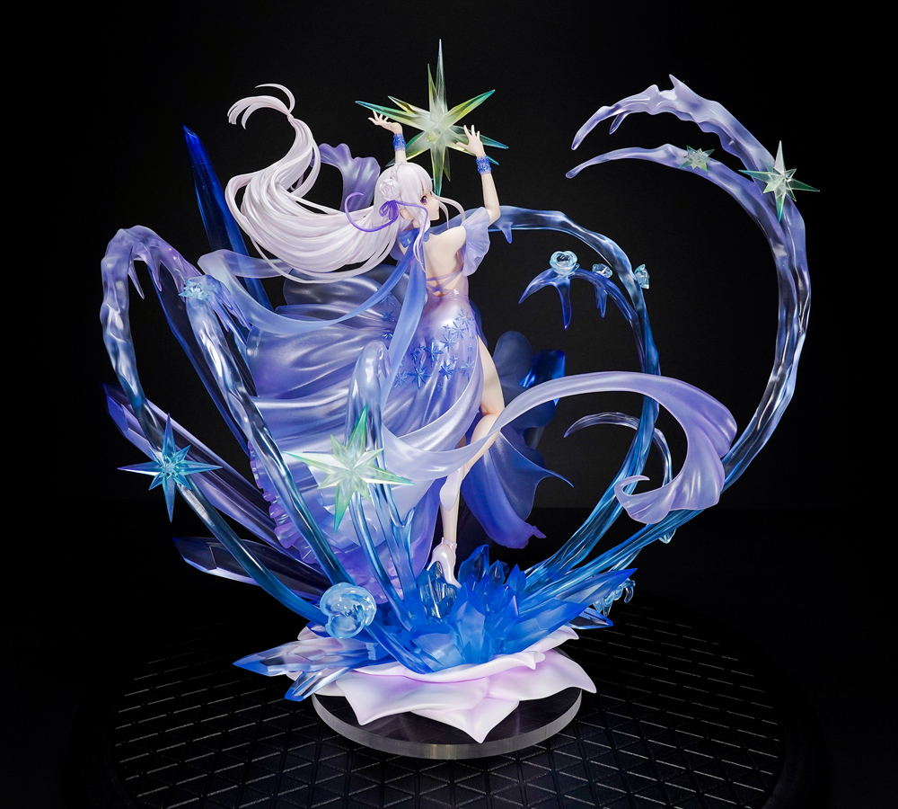 Emilia Crystal Dress Ver Re:ZERO Figure