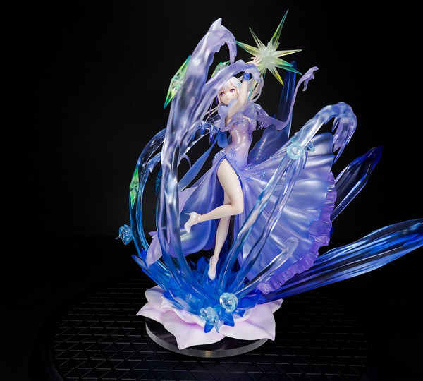 Emilia Crystal Dress Ver Re:ZERO Figure